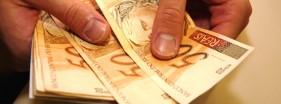 Reajuste do salário mínimo ficou abaixo da inflação em 2021; Governo vai precisar rever o valor