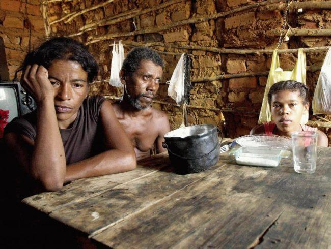 Pesquisa do UNICEF aponta que 30% dos respondentes das classes D e E afirmaram que deixaram de comer em algum momento. Foto: Reprodução