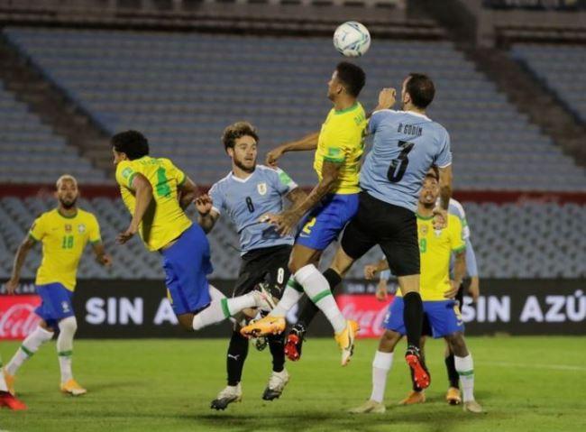 Brasil segue invicto nas Eliminatórias, após vitória de 2 a 0 contra o Uruguai. Foto: Raul Martinez / pool via Reuters
